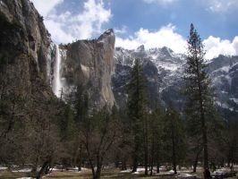 Bridalveil Fall in Yosemite by Geotripper