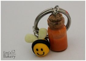 Gift: miniature bee with honey bottle by EmisBakery
