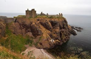 Dunnottar Castle by Pawlu22