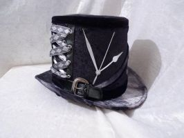 elegant steampunk silver top hat by Serata