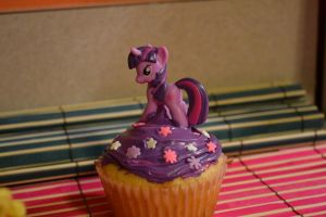 Twilight Sparkle Cupcake 3 by Liebatron