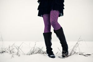 snow crunching under her feet by quadratiges