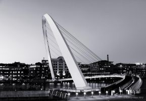 Millennium Bridge - Black and White by KERphotography