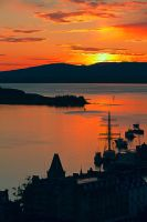 Sunset over the Oban harbour by ZenonSt