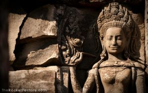 Angkor Wat statue by frankrizzo