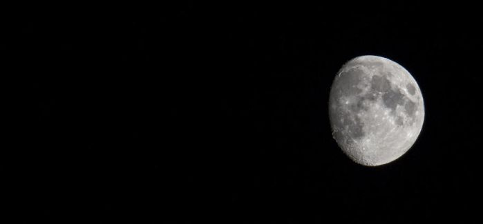 Handheld moon by NiallAllen