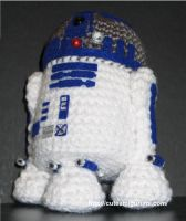R2D2, the yarny robot by cuteamigurumi
