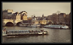 Boats on Seine by vvvulpea