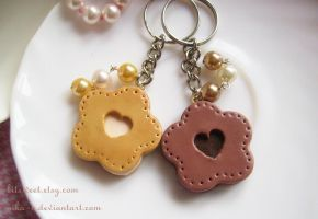 Cream Cookie  keychain by Nika-N