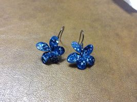 Flower earrings by Leanneisme
