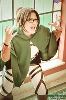 Attack on Titan ::: Hanji  Zoe Cosplay by plu-moon