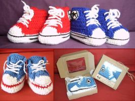 Baby booties by argentinian-queen