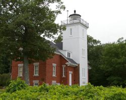 Forty Mile Point Lighthouse by Toolow