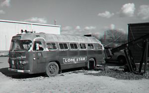 Broken Spoke Bus Anaglyph by Temphis