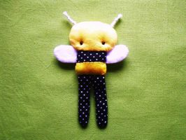 bitty bumbly bee by rosieok