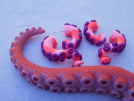 Alice in Wonderland Tentacle by cashewed-almonds
