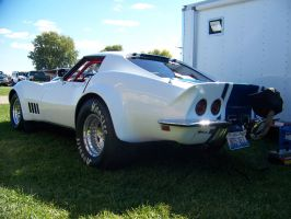 Cool White Vette 2 by PhotoDrive
