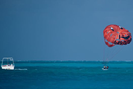 Para-sailing Dunk In Turks 1 by AaronPlotkinPhoto