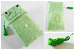 Chameleon iPod Case with Charm by FelineMyth