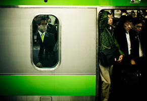 green car by denkyo