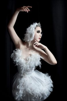 Odette - Swan Lake by ChasseNeige