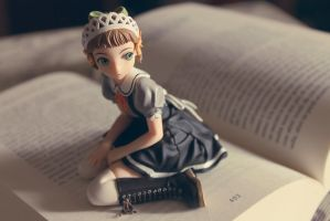 Turning the pages... by Grishnakh666