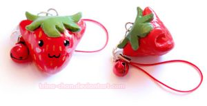 Strawberry Kitty phone hanger by Trinamon