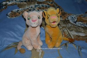 Rare sitting young Simba and Nala - TLK by MoondragonEismond