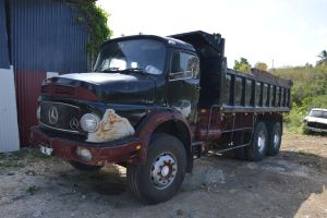 Old used Mercedes Benz truck by A1Z2E3R