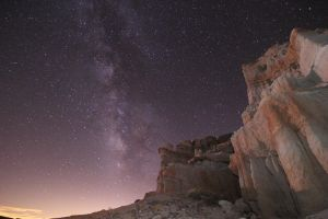 Milky Way at Red Rock, CA by persomatey