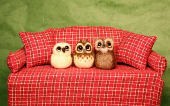 Needle felted owls by Sofakitty