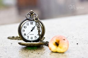 Clockwork Apple by Myrine86