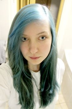 Blue Hair ... :3 by Tayour