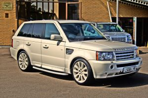 White Range Rover by munza99uk