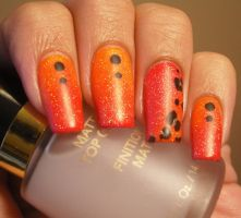 Orange and pink ombre Nails with leopard print by aleidapinon
