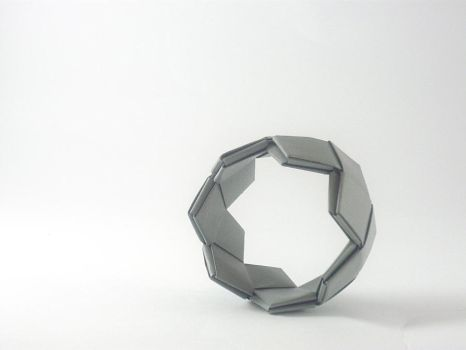Grey bangle by Manufactapaper