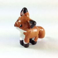 Mini Red fox Sculpture by LeiliaClay