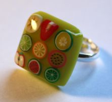 Lime green fruit smoothie ring by BazaarHereToday