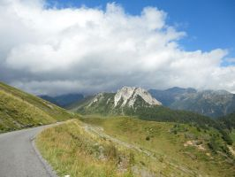 Road to the mountains by Simbores