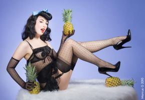 Pineapple Pinup 2 by mrboing66
