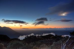 Sunset at 1000m by Mikelyjohnsono
