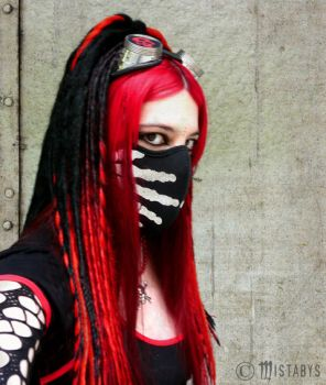 red cyber-goth girl (-mistabys-) by mistabys
