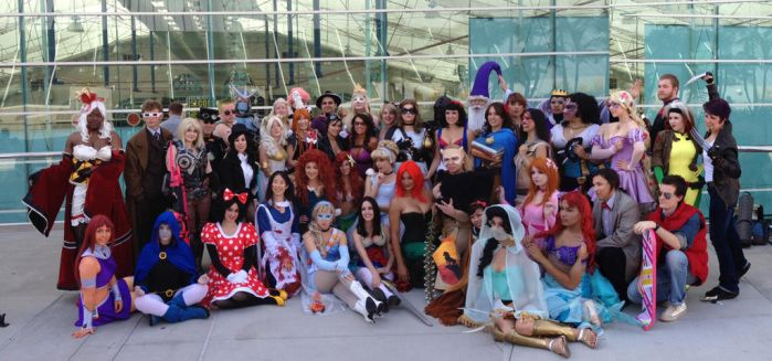 Cosplayers gather around for a picture! by LaurenKitsune