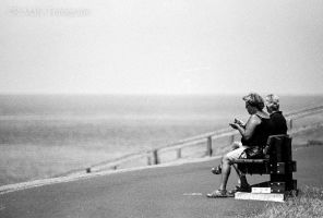 52 shades: no.15. Snack by the sea by TLO-Photography