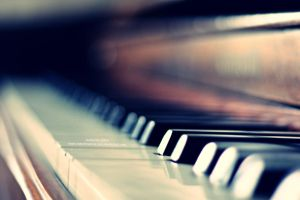 et le vieux piano by marshmallow-pies