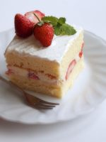 Strawberry Cake by macaron9