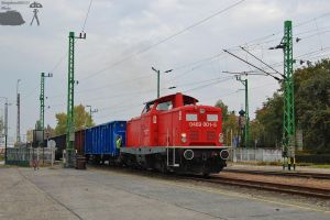 0469 001-5 with freight in Gyor in october, 2011 by morpheus880223