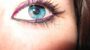 The Eye can see in many colors by Lizzimoa