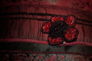 brooch - red and blacke rose by Sizhiven