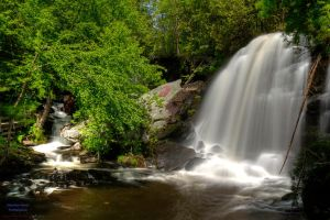 Lake Rolland's waterfall I by digswolf